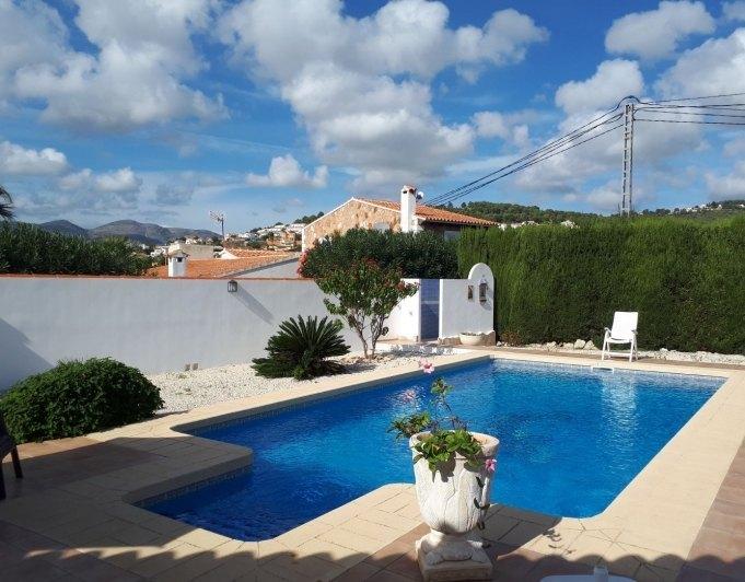 Inmoriquelme villa con piscina privada cerca de playa en for Piscinas calpe